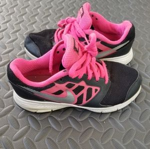 Black and hot pink nike shoes..size 13.5